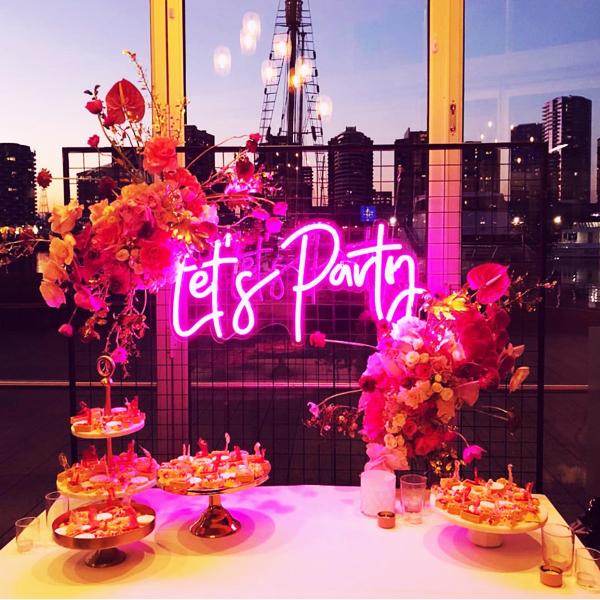 Đèn Neon Sign-Backdrop cho tiệc cưới xu hướng mới nhất năm nay 3