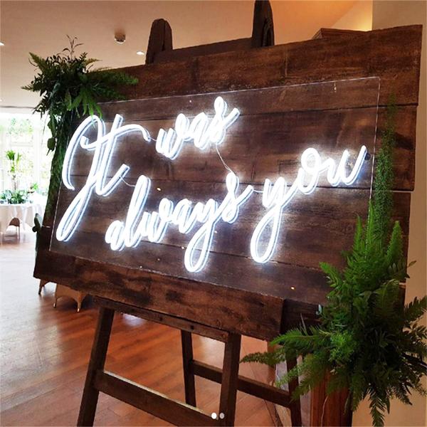 Đèn Neon Sign-Backdrop cho tiệc cưới xu hướng mới nhất năm nay 4