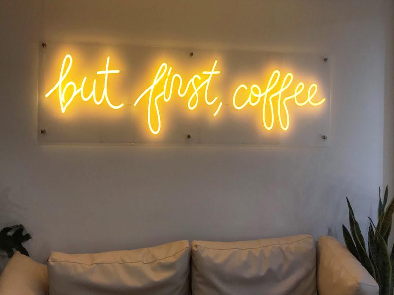 Led Neon Sign mang không gian thời thượng cho quán cafe 3